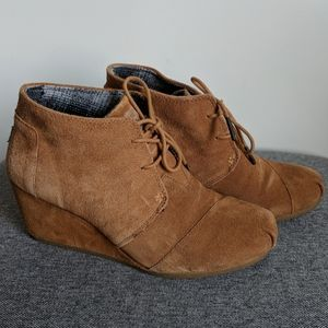 Toms Desert Wedge Tan Suede 9 Boots Booties